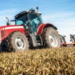traktor na polu